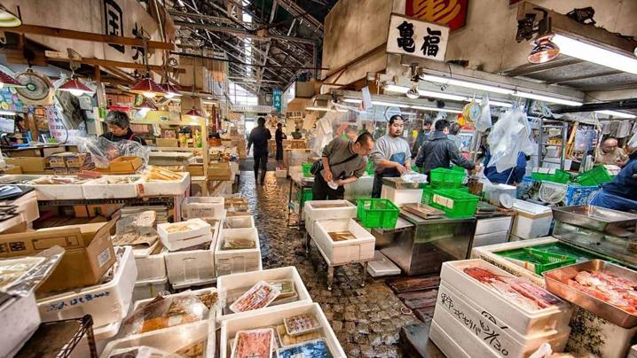 Tsukiji-Market-3-lokasi-Terbaik-Di-Jepun-Untuk-Menikmati-Keenakan-Udang-Karang