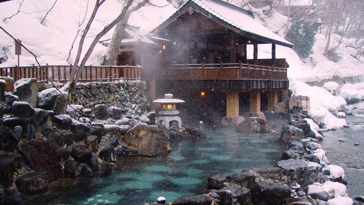 japan-winter-Onsen