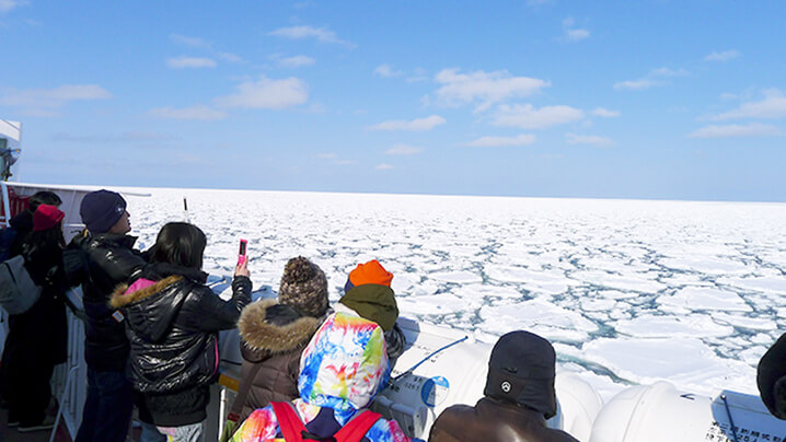 winter-hokaido-Watching-Drift-Ice